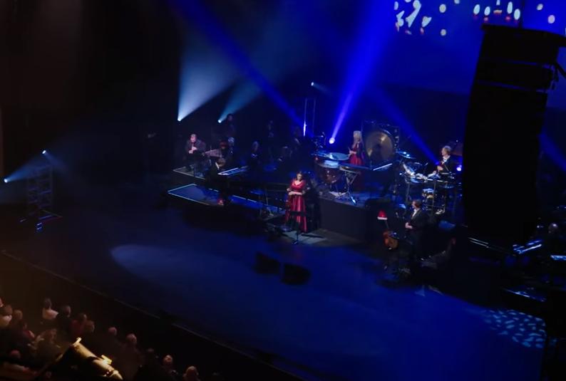 Watch Mannheim Steamroller perform